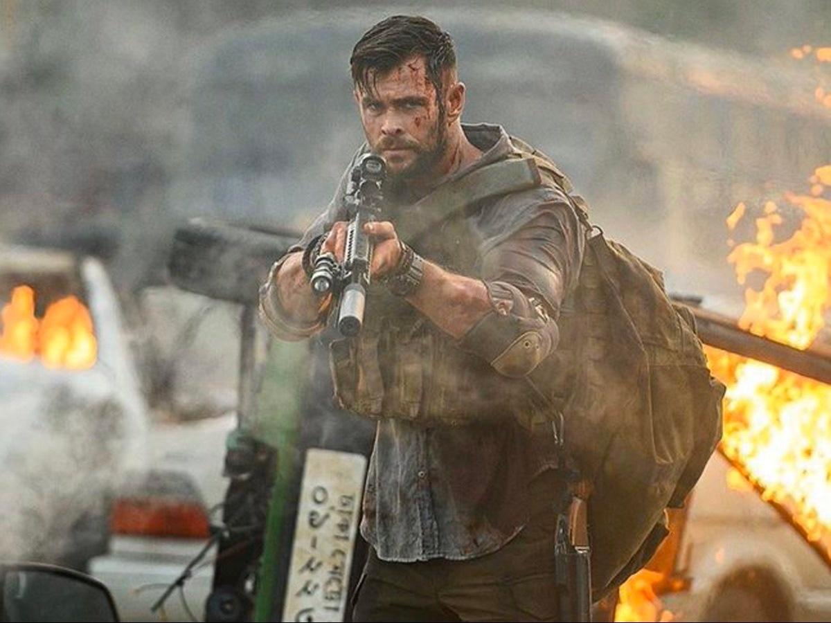 Review Chris Hemsworth Cements His Action Hero Status In The Bruising And Blistering Actioner Extraction Action Flix Com